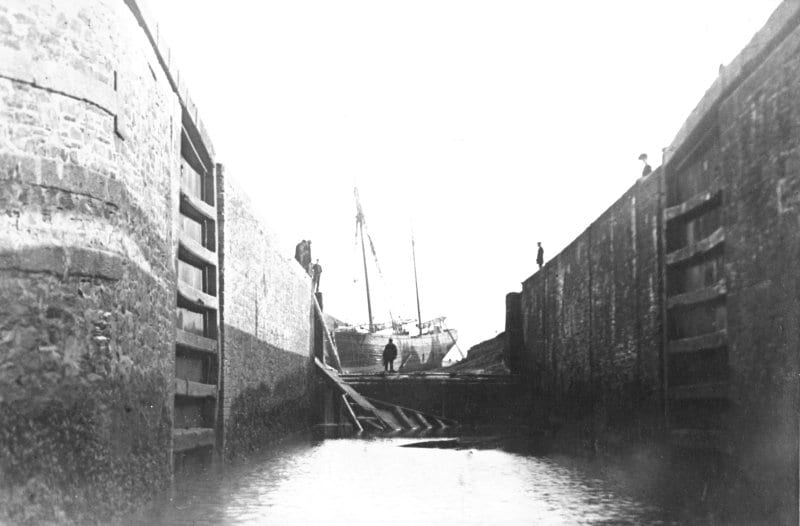 Bude 1937 - The 'Jessie' February 1904 entering the canal from the sea lock