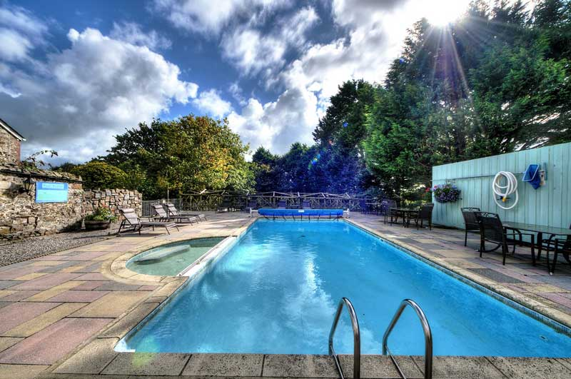 General Broomhill Manor Image outdoor pool