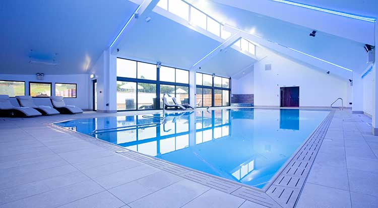 Calf house dog friendly cottage in bude swimming pool visitbude bude for Holiday cottage cornwall swimming pool
